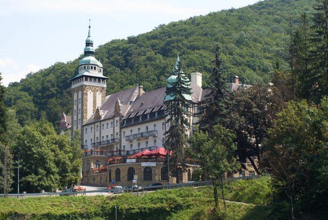 Krátky dokument o maďarskom mestečku Lillafüred a jeho neorenesančnom zámku.